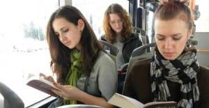 Leer en el autobús